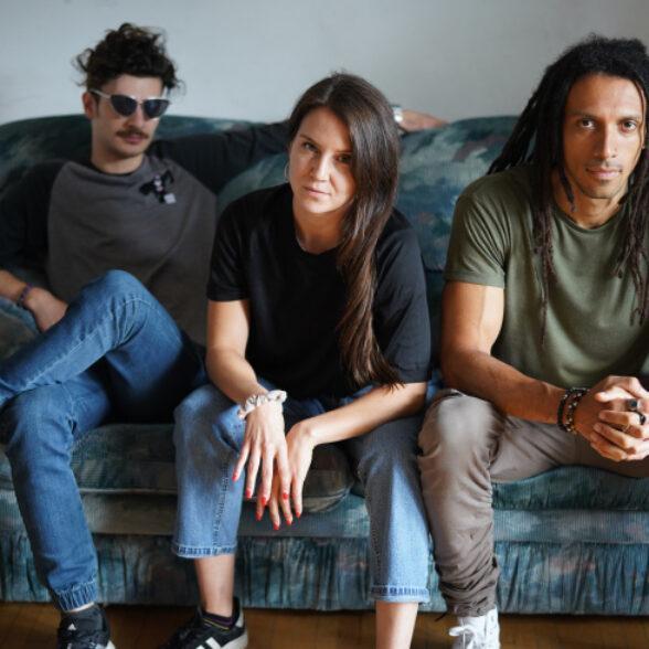 De gauche à droite : Jeff Lauber, Fides, Kola – Photographie par Premisse (2019)